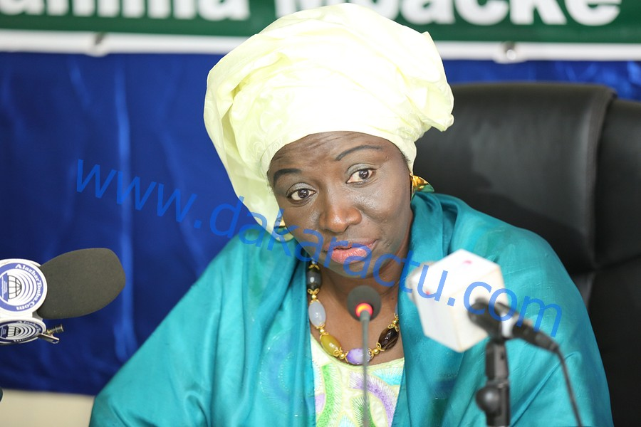 Mimi Touré à ses partisans : Mettons nos ressentiments en arrière-plan et mobilisons-nous pour une large majorité de Benno Bokk Yakaar à l'Assemblée nationale.