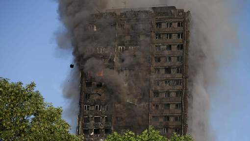 Au moins 12 morts dans l'incendie à Londres, selon un nouveau bilan