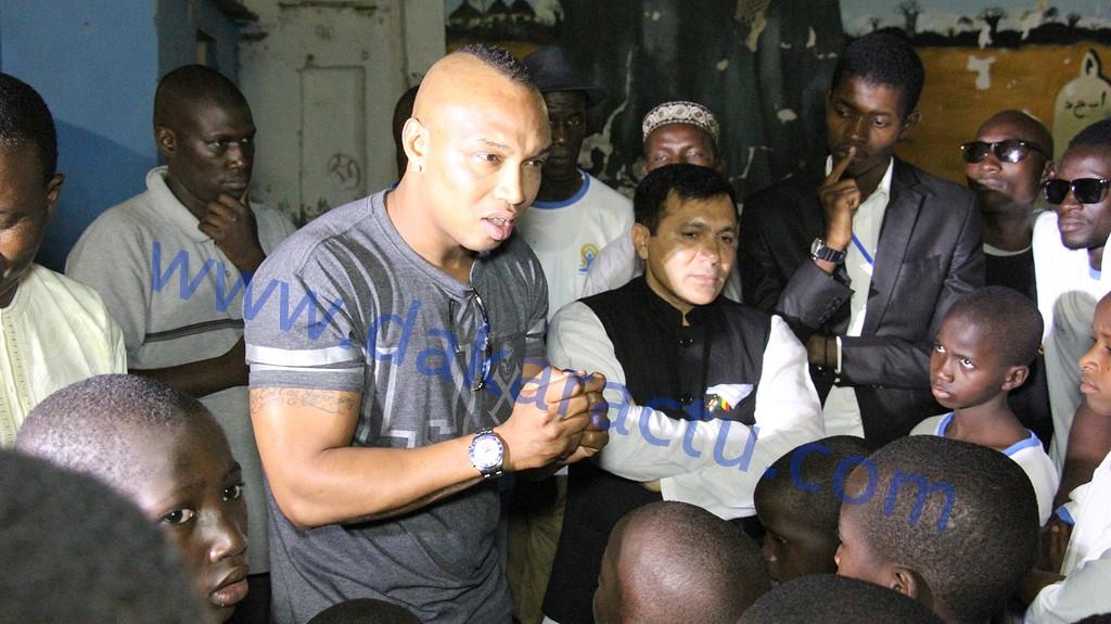 """Les images du """"Ndogou""""  de l'ambassadeur  de l'Inde au Sénégal, son excellence Rajeev Kumar avec les pensionnaires de l'Empire des enfants."""