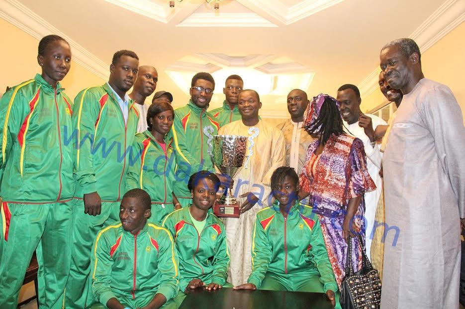 """Suite à leur sacre au championnat d'Afrique : Alioune Sarr reçoit les """"Lions"""" du Karaté et leur offre une enveloppe de 500 000 FCFA"""