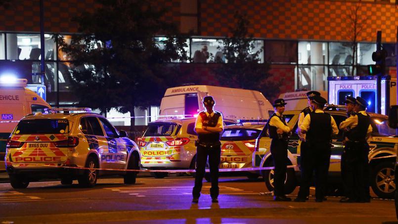 Londres : un véhicule fauche des piétons devant une mosquée, 1mort et plusieurs blessés