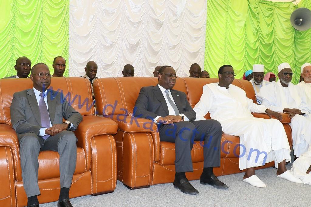 Les IMAGES de la présentation de condoléances du Président de la République, accompagné d'une forte délégation gouvernementale, chez le ministre des Finances, Amadou Bâ.
