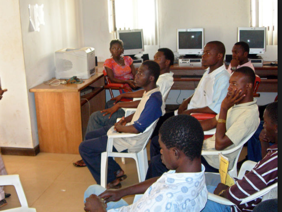 « Le Centre Ado » de Louga en croisade contre la sexualité précoce et le sida dans les écoles