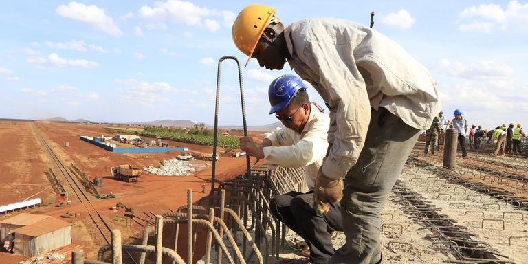Au Kenya, juste avant son inauguration, un pont construit par des Chinois s'écroule