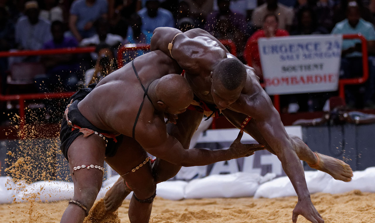 Lutte sans frappe fatick remporte la 18 me dition du for Interieur sport lutte senegalaise