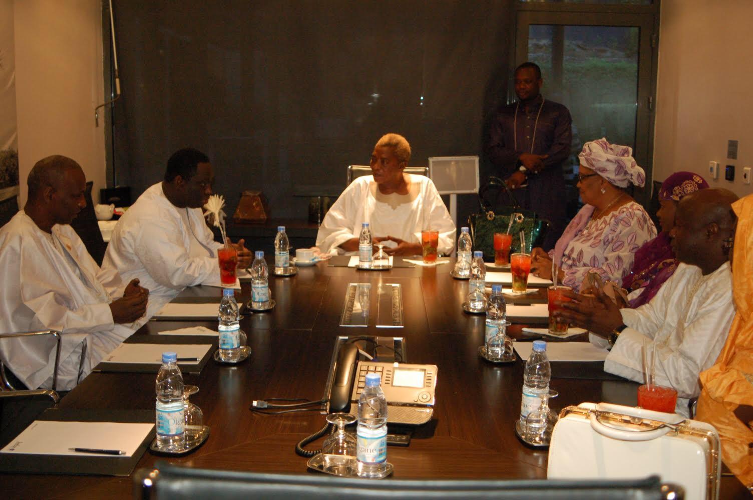 LÉGISLATIVES : BBY de Guédiawaye présente ses candidats à Serigne Abdou Karim Mbacké (IMAGES)