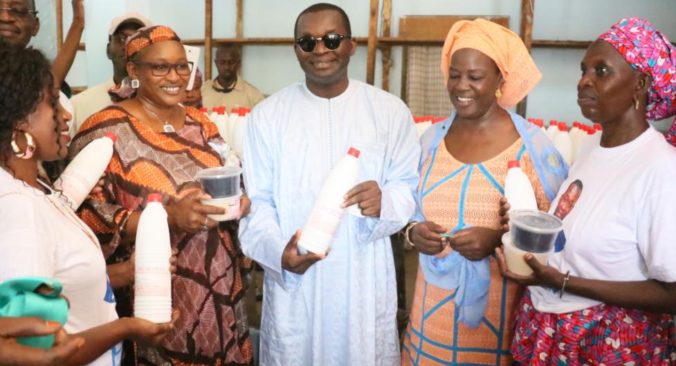 """Pour la commercialisation des produits """"made in Sénégal"""" : Alioune Sarr a inauguré neuf (09) magasins témoins à Thiès"""