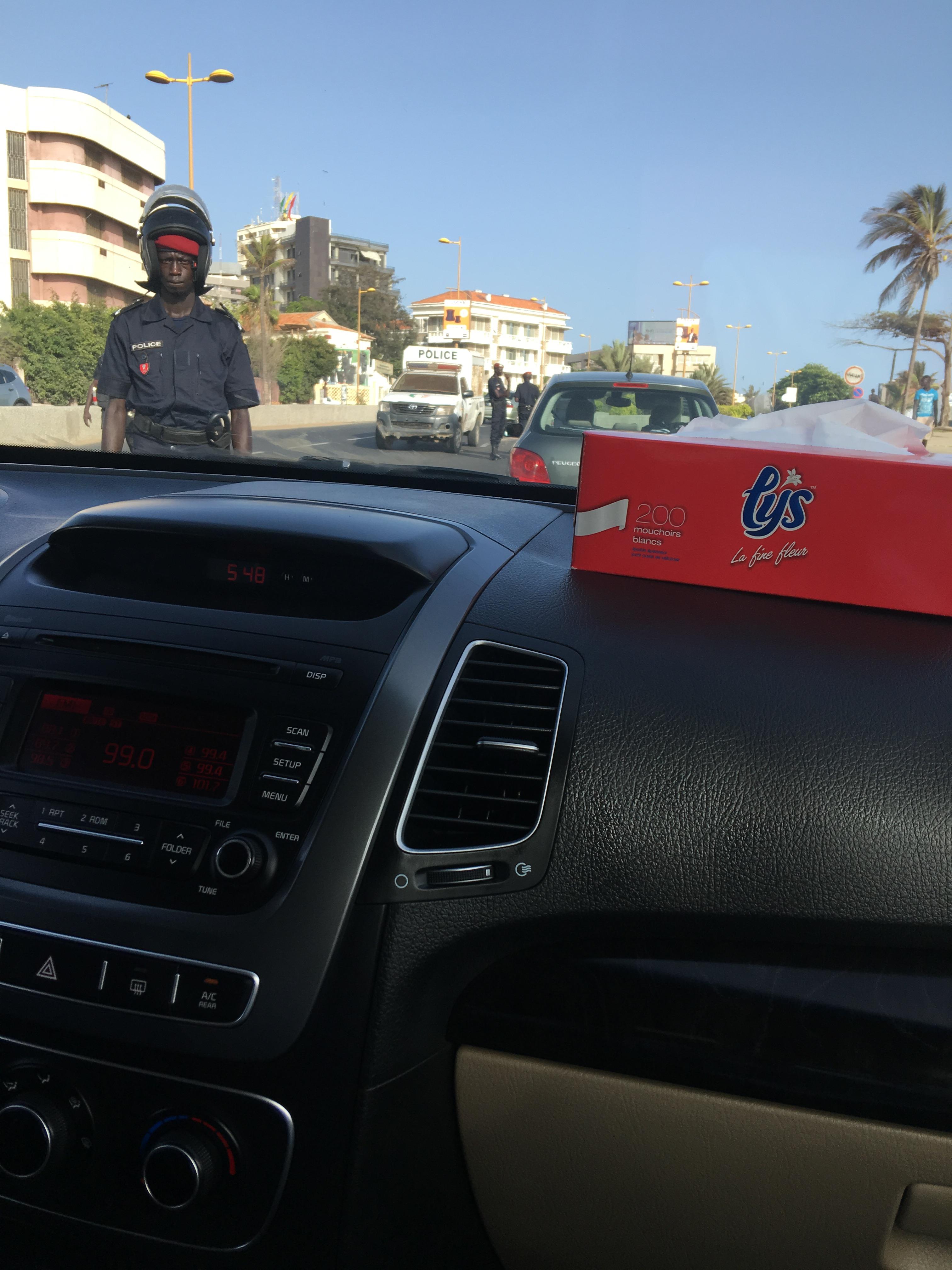 MANIFESTATION : La ville quadrillée, les véhicules fouillés un par un