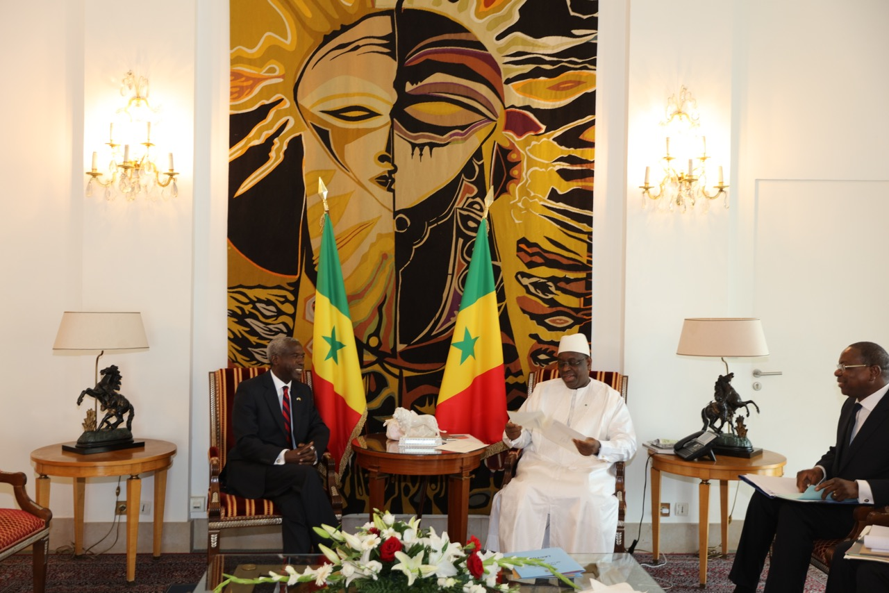 Le nouvel ambassadeur des Etats-Unis au Sénégal, Tulinabo S. Mushingi, a présenté ses lettres de créances au président Macky Sall (IMAGES)