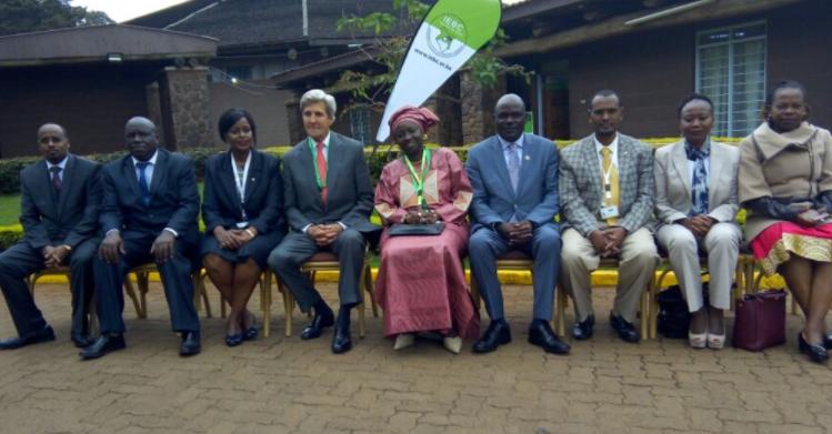 John Kerry et Mimi Touré exhortent les membres de la Commission Nationale Électorale kenyane à honorer la mémoire de leur collègue Chris Msanto assassiné.