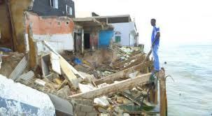 Raz-de-marée à Santhiaba : Des maisons inondées par les eaux marines