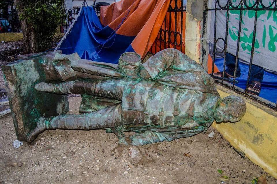SAINT-LOUIS : La statue de Faidherbe déboulonnée par les pluies diluviennes