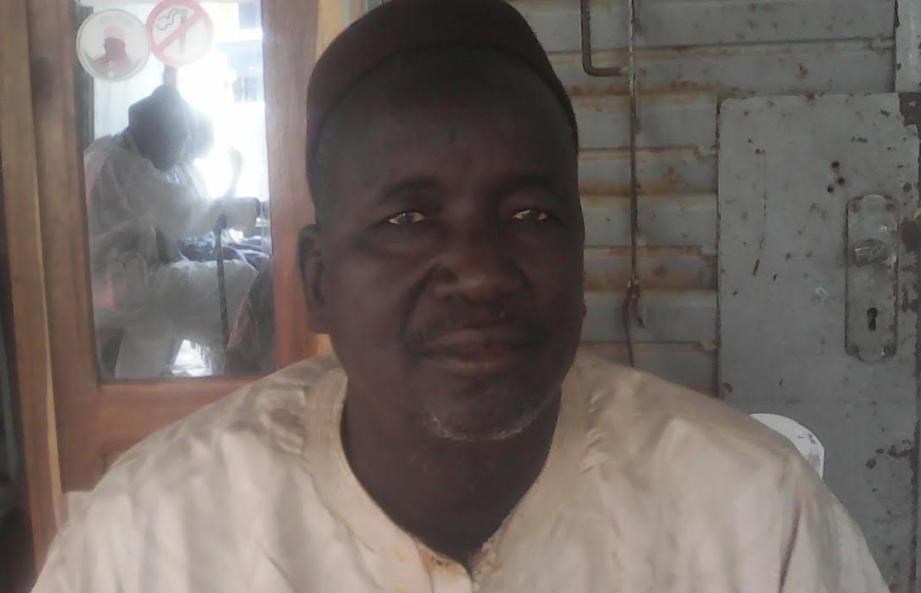 """Mamadou Mbaye, maire de Dara Mboss :  """" La mairie ne dispose pas de siège... Le conseil municipal tient ses réunions sous les arbres """""""
