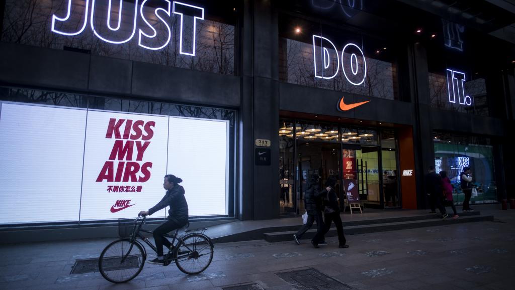 «Paradise Papers» : Comment l'équipementier Nike contourne l'impôt en Europe
