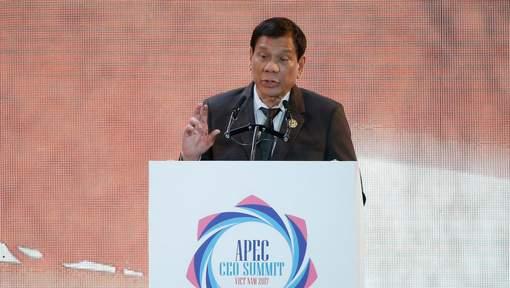 Le président philippin affirme avoir poignardé quelqu'un à mort à 16 ans
