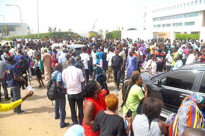 Procès du Maire de Dakar : Une foule au Tribunal de Dakar en soutien à Khalifa Sall