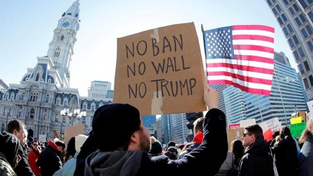 RÉFUGIÉS : La justice américaine suspend la loi anti-immigration de Donald Trump