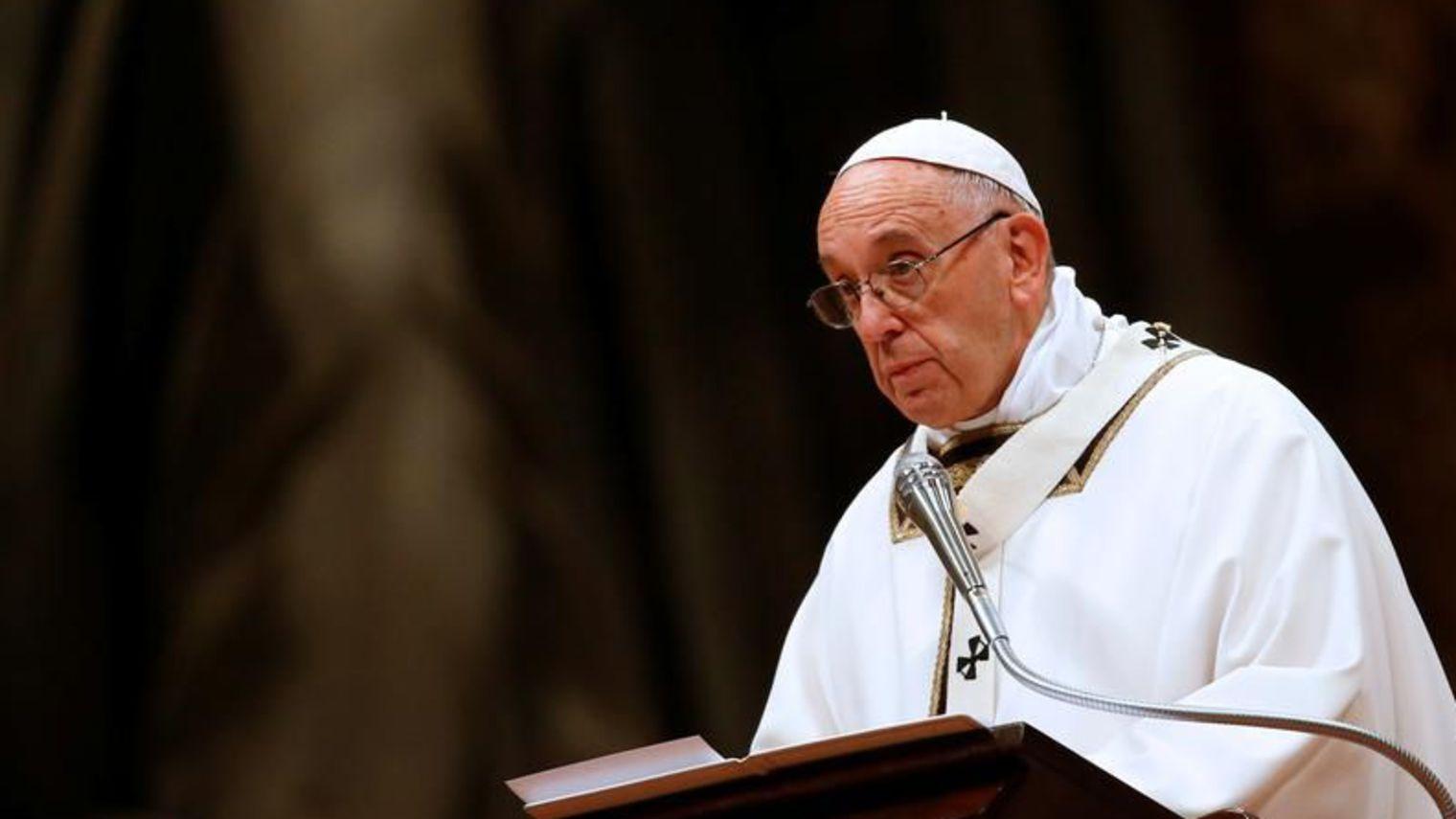 Messe de Noël: le pape François dénonce le drame des migrants