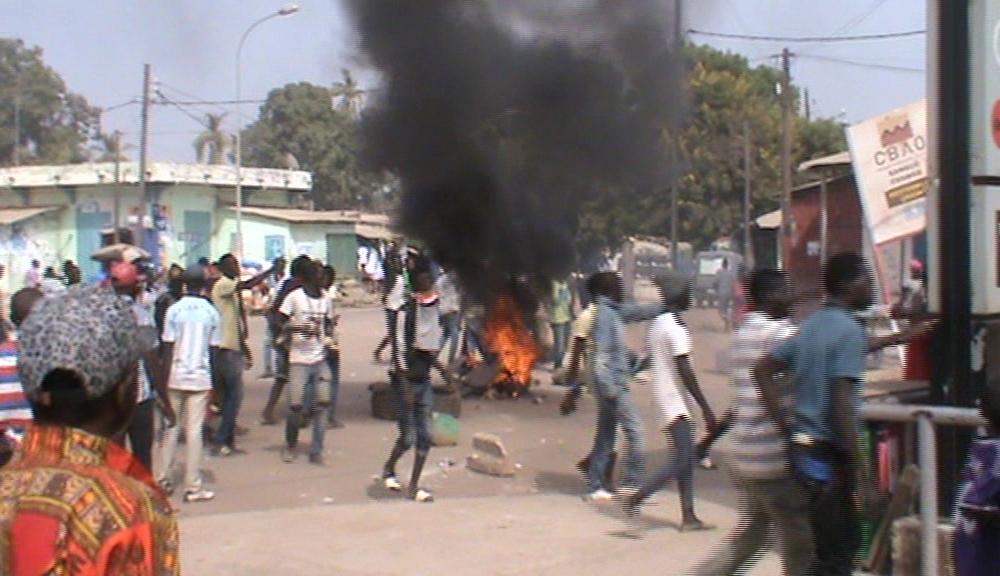 ZIGUINCHOR – Pneus brûlés, lancers de pierres contre grenades lacrymogènes entre « Jakartamen » et policiers