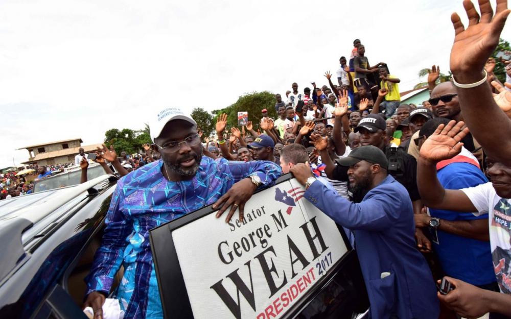 Liberia: l'ex-footballeur George Weah largement élu président