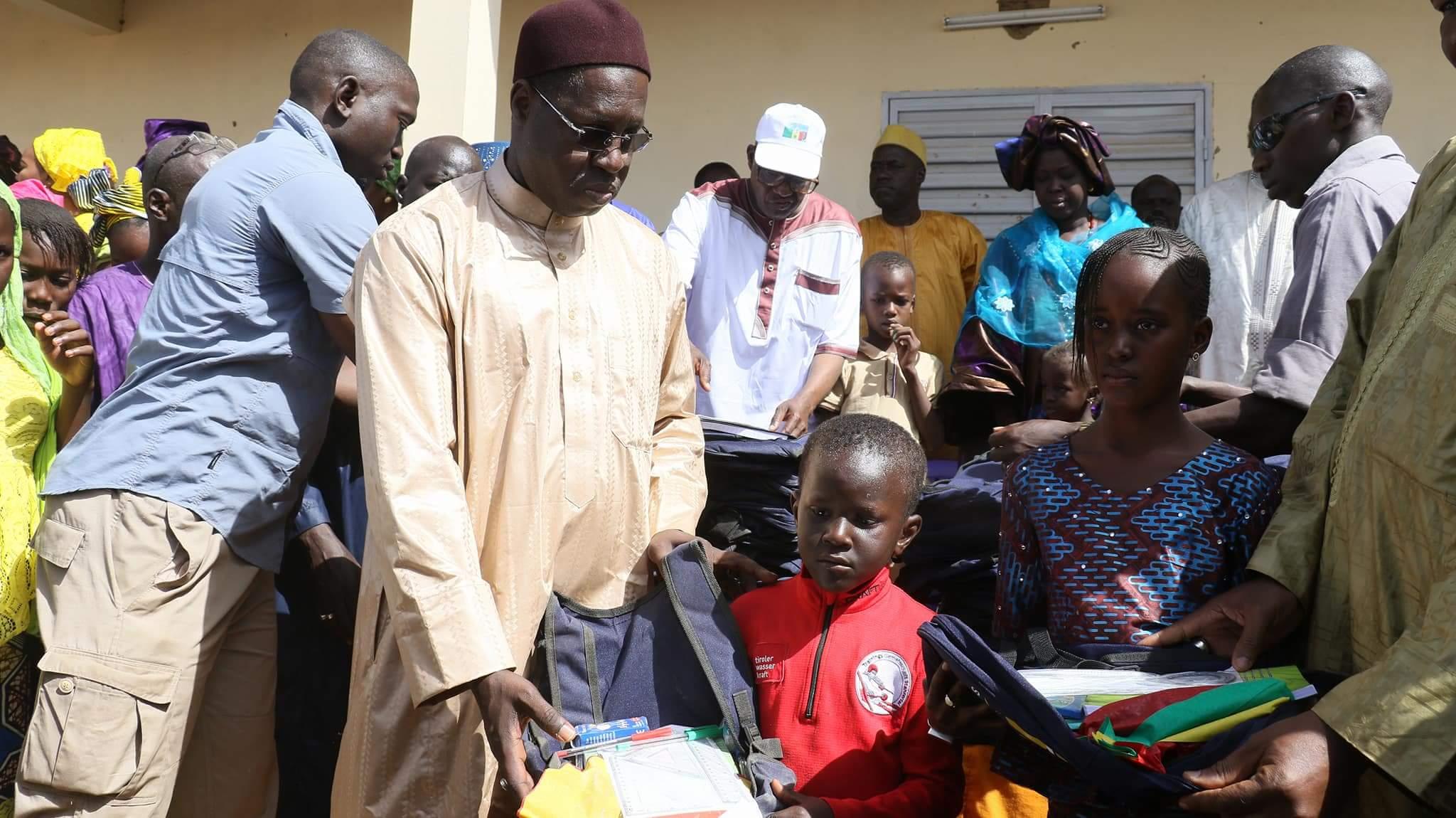 ORKADIÉRÉ : Abdou Karim Sall offre des kits scolaires aux pensionnaires de la Case des tout petits et se rappelle de feue Maïmouna Diop
