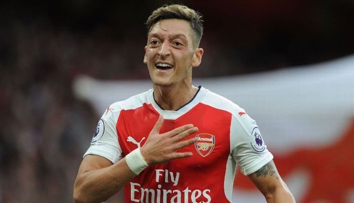 Arsenal : Özil a bien prolongé (officiel)