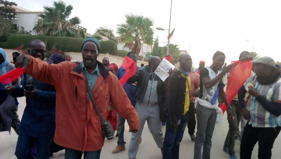 MACKY SALL À NOUAKCHOTT : Les Karimistes arborent des brassards rouges et manifestent