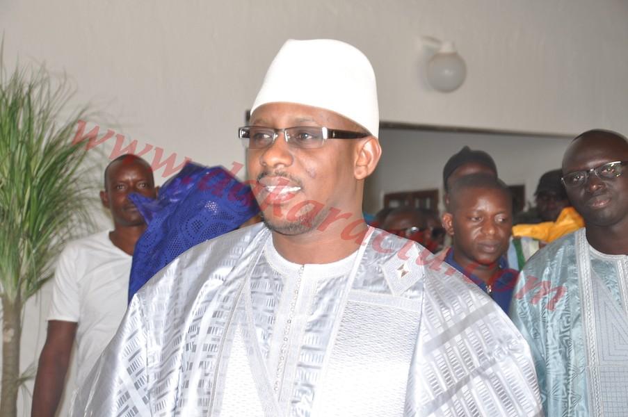 Une partie de l'opposition de Louga accuse Moustapha Diop de rétention des certificats de résidence.