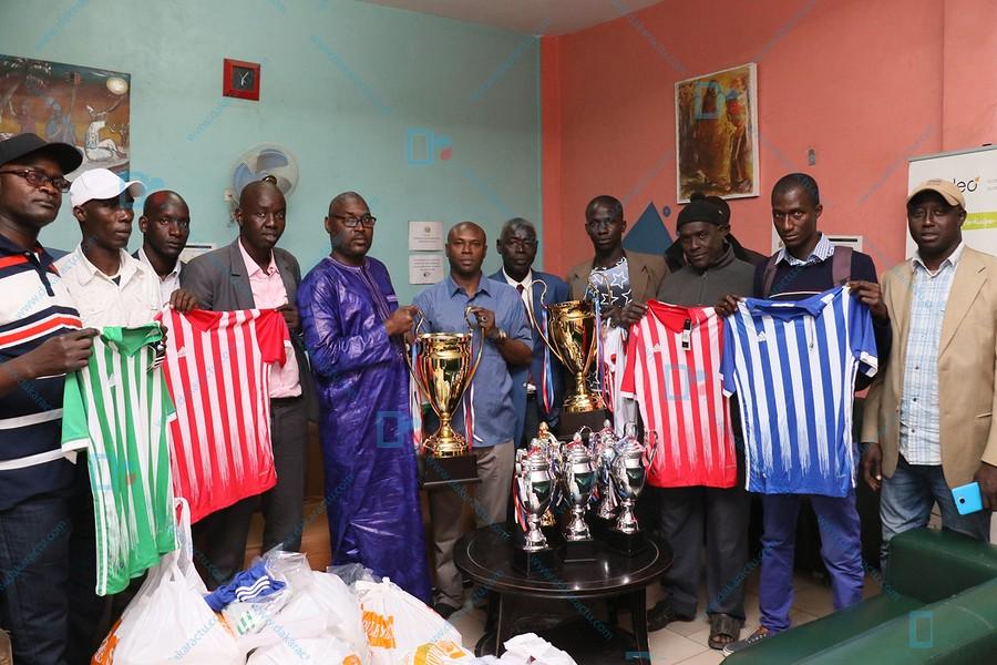 Parrain de la finale de la Zone 2: Seydou Gueye, SG du Gouvernement dote toutes les ASC de la zone 2 de Dakar de lots d' equipements, ballons et trophées ( IMAGES )