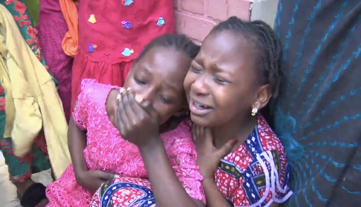 Des lacrymogènes lancées dans une école : De jeunes élèves suffoquent et appellent à l'aide