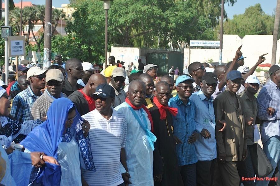 Oumar Sarr et ses camarades de l'opposition exercent un droit garanti par la Constitution sénégalaise. Leur interpellation au cours d'une marche pacifique ne répond pas aux exigences d'une société démocratique.