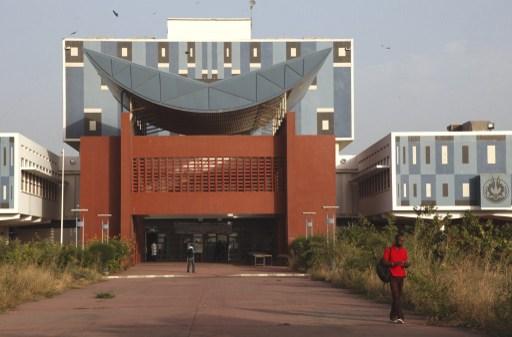 En déclarant l'Université Cheikh Anta Diop première en Afrique francophone, Mary Teuw Niane a tout faux selon Africa Check
