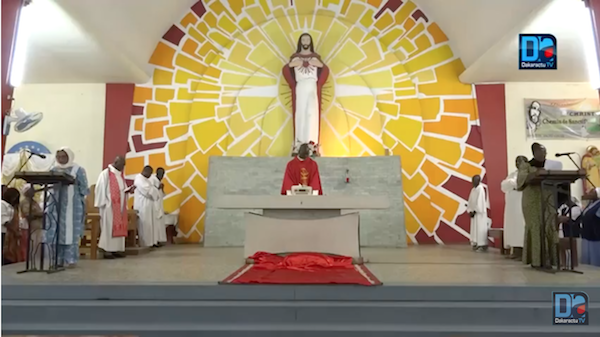 """Pâques : Les chrétiens appelés à """"revêtir le don de compassion"""""""