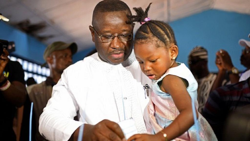 Sierra Leone : victoire du candidat de l'opposition Julius Maada Bio au second tour de la présidentielle (officiel)