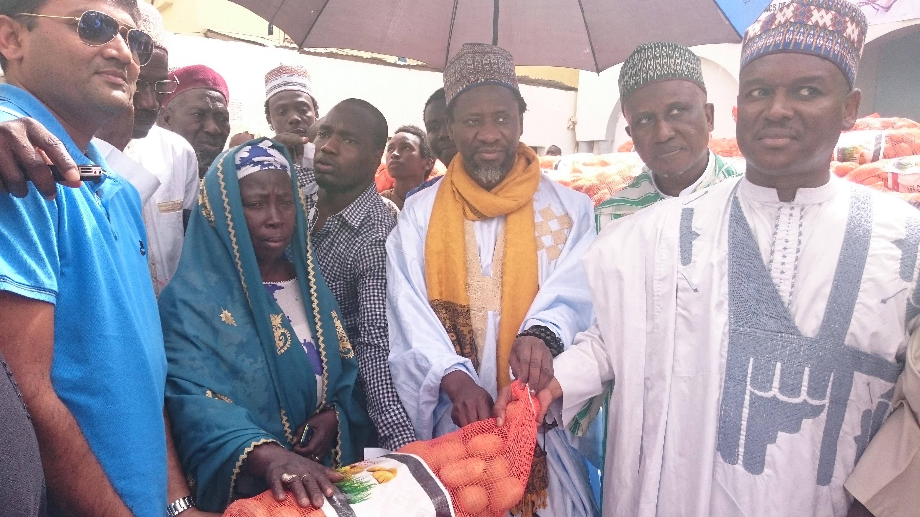 Médina Baye : Cheikh Mouhamadoul Mahi Aliou Cissé offre 3.000 sacs de pomme de terre à la population par le biais de « Sénégindia »