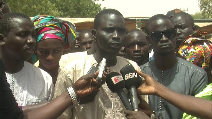 BABA GARAGE - Manifestation pour le bitumage du tronçon Bambey/Baba Garage/Mékhé