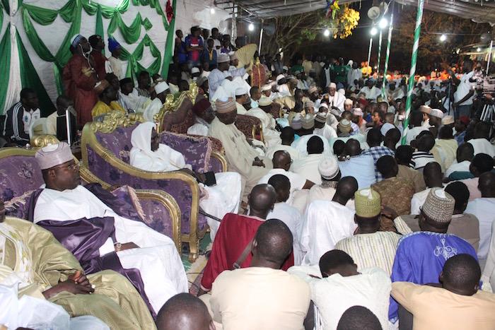 ZIARRA ANNUELLE DE SERIGNE ALIOU CISSÉ - L'Imam Ratib de Médina Baye encense Baye Ciss, le parrain de l'événement.