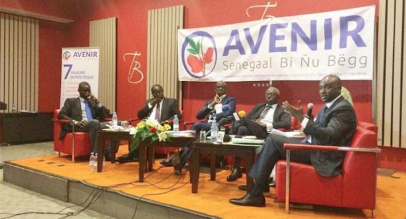 Macky Sall en France juste avant le vote du parrainage : La plateforme Avenir Senegaal Bi Nu Begg dénonce et l'invite à rentrer sans délai pour assumer toutes les responsabilités liées à sa charge.