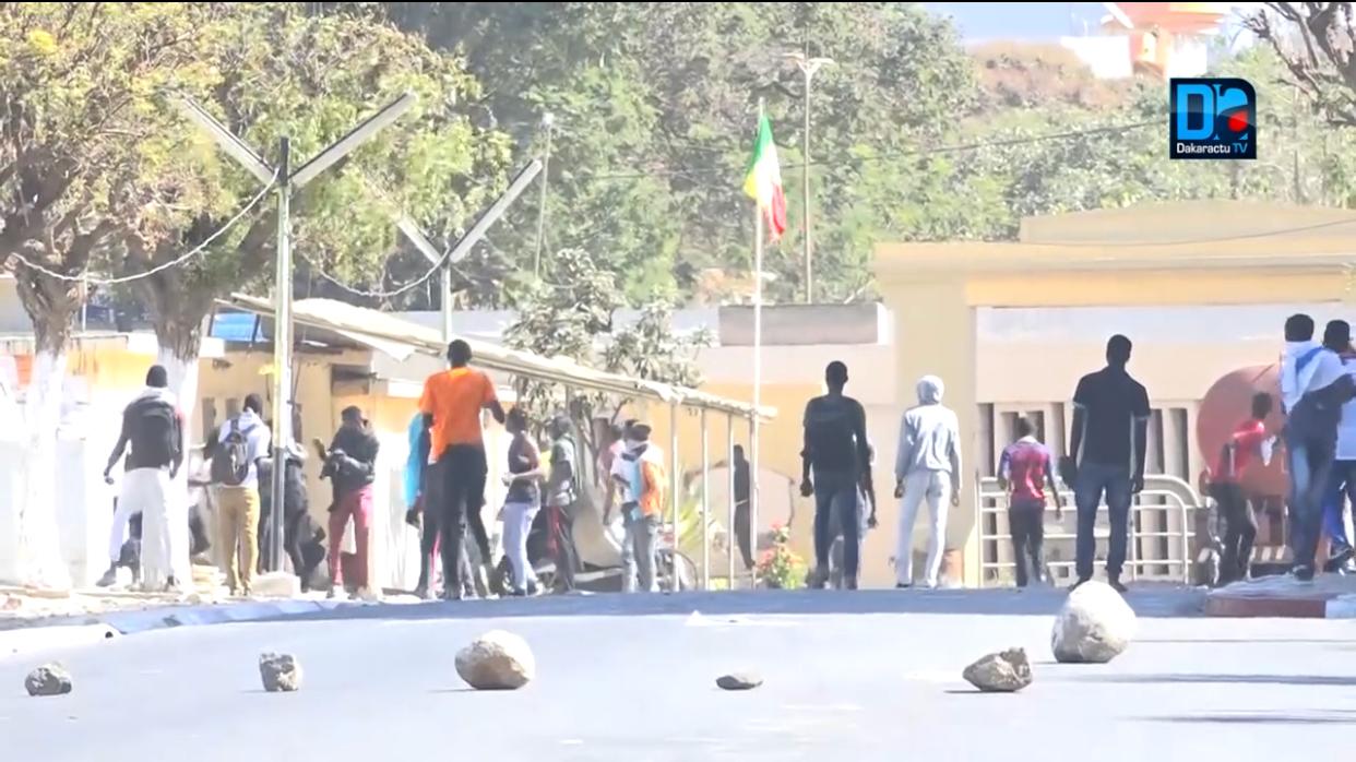 Manif anti-parrainage : ça chauffe au campus de Dakar