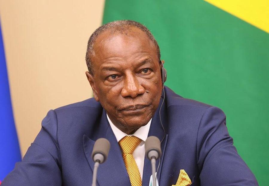 Affaire Bolloré : Alpha Condé, fâché contre la presse guinéenne, va porter plainte à Paris