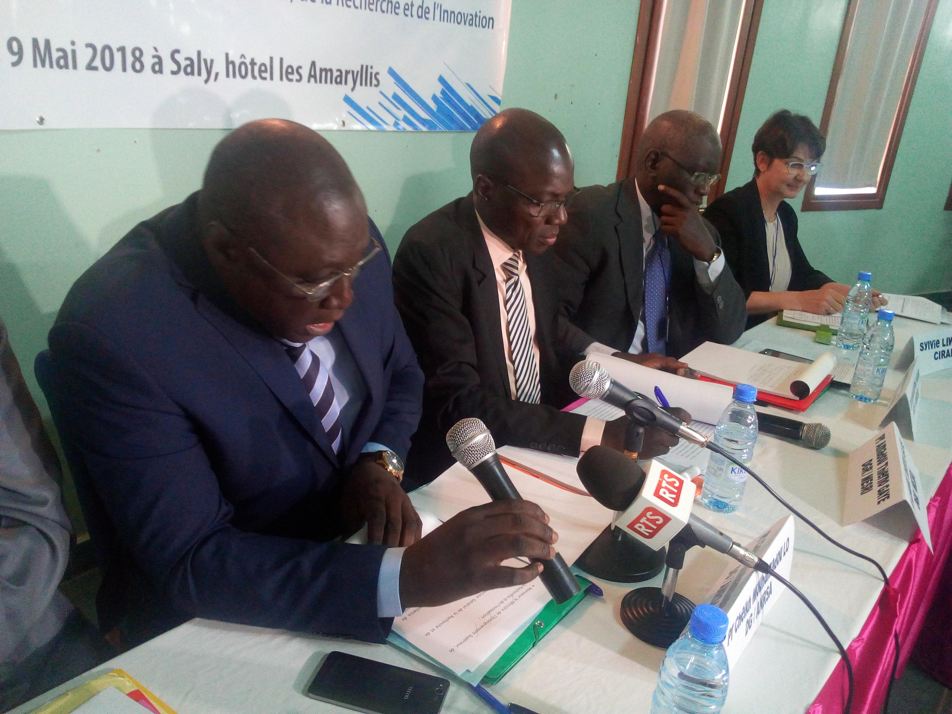 Ministère de l'enseignement supérieur sur la révision des orientations stratégiques et l'élaboration d'un plan d'actions prioritaires de l'agence nationale de la recherche scientifique appliquée.