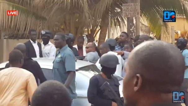 Vague d'arrestations devant ses locaux : Dakaractu dénonce « un acharnement » contre ses invités de marque