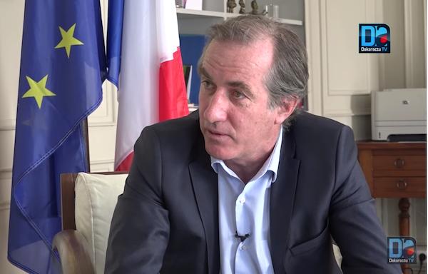 Vous permettez, Monsieur l'Ambassadeur de France?