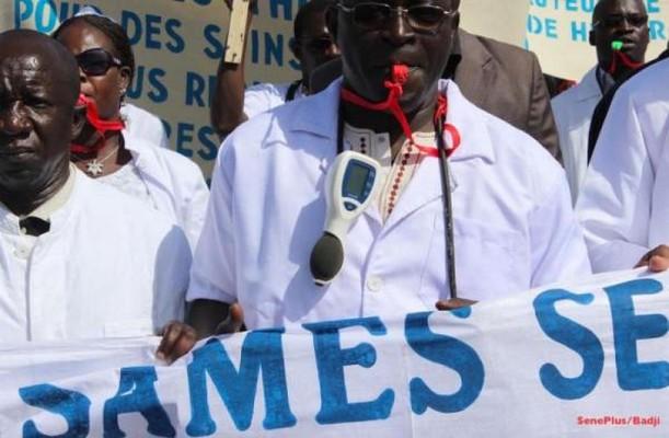 SANTÉ : Les médecins en spécialisation réclament 14 mois d'arriérés de paiement de leurs bourses