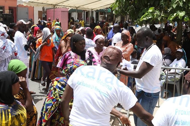 Temps forts de la distribution de « Soukeurou Koor » par l'association « Proxim'Medina » (Photos et vidéo. Publireportage)