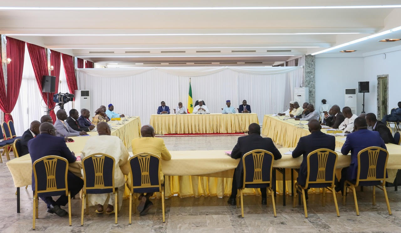 Parrainage : Macky Sall reçoit la commission ad hoc avant le passage du projet de loi au Parlement (Images)