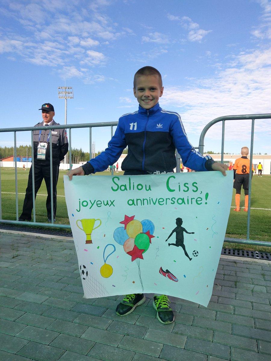 KALUGA : Sergueï, 10 ans, a tenu à souhaiter un joyeux anniversaire à Saliou Ciss