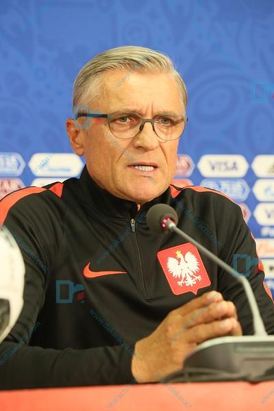 L'entraîneur de la Pologne craint l'attaque du Sénégal