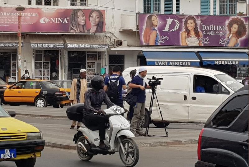3 jours avant le match contre le Sénégal, des journalistes japonais envahissent le centre-ville de Dakar