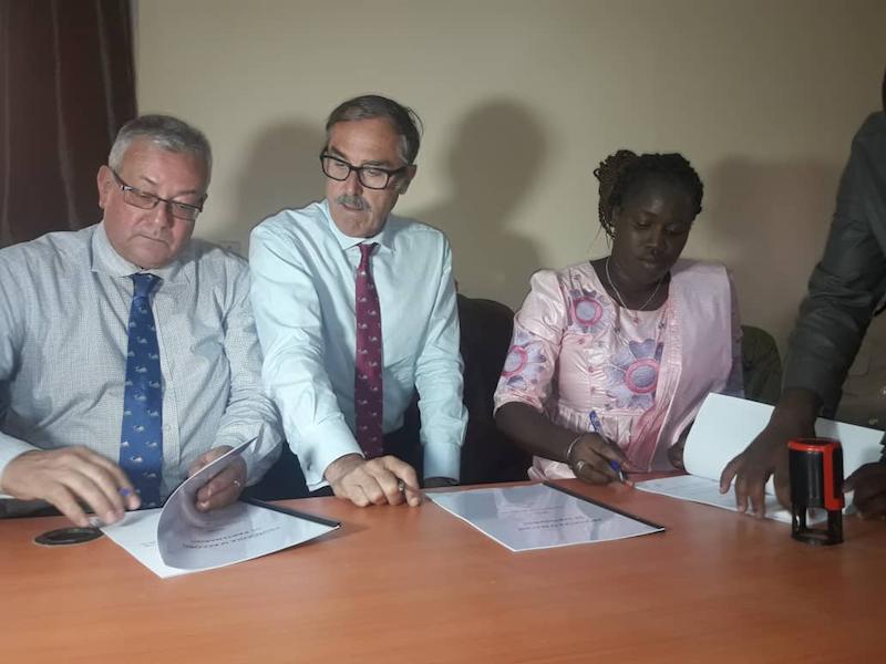 """Signature du protocole d'accord entre la commune de Ndiaffate et les Salins : Madame Aïssatou Ndiaye Tall juge le partenariat """"gagnant-gagnant"""""""